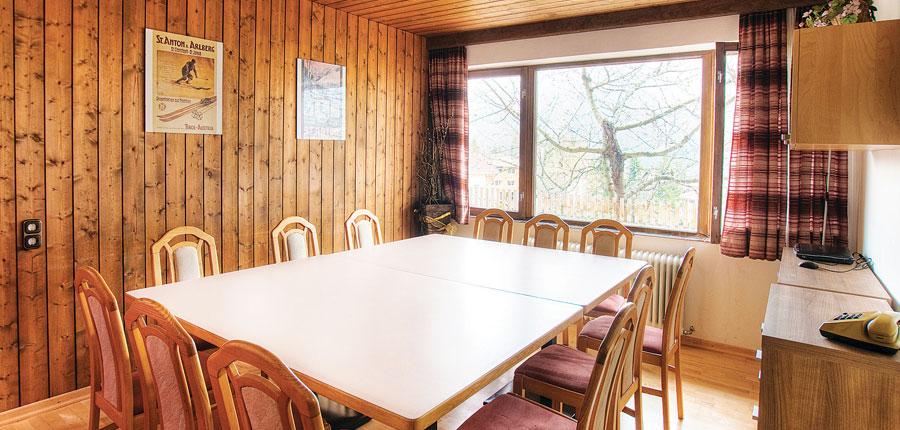 france_three-valleys-ski-area_courchevel_chalet-ariondaz_interior.jpg